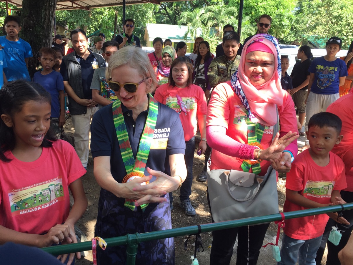 Australian Ambassador joins group handwashing with ARMM school children